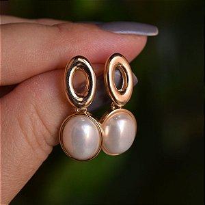 Brinco pérola shell oval ouro semijoia