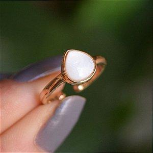 Anel pedra natural madrepérola gota ouro semijoia