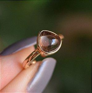 Anel pedra natural obsidiana fumê gota ouro semijoia
