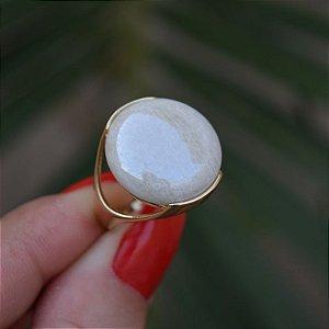 Anel redondo pedra natural amazonita bege ouro semijoia