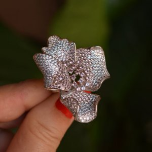 Anel flor zircônia azul cristal ródio semijoia