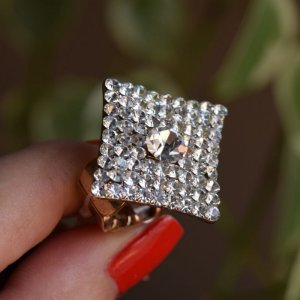 Anel ajustável Iza Perobelli cristais dourado
