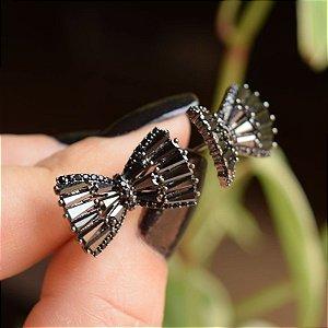 Brinco laço zircônia black ródio negro semijoia