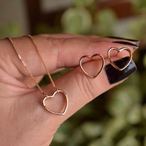 Colar e brinco coração vazado ouro semijoia 19K15036