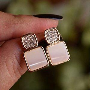 Brinco quadrado madrepérola com zircônia ouro semijoia 19K15013