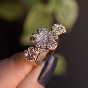 Anel flores zircônia ouro semijoia