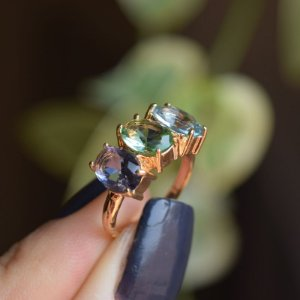 Anel 3 cristais coloridos ouro semijoia