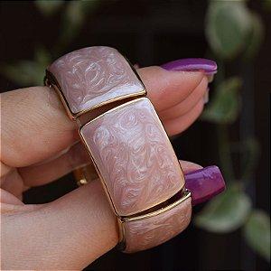 Bracelete metal esmaltado madrepérola rosa com dourado