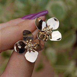 Brinco flor ouro semijoia