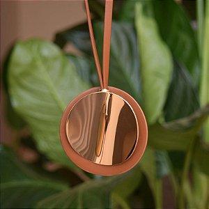 Colar longo medalha redonda marrom dourado