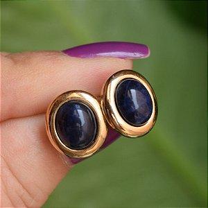Brinco oval pedra natural sodalita ouro semijoia