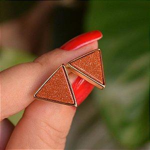 Brinco triângulo invertido pedra natural Sol ouro semijoia