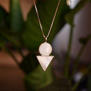 Colar geométrico pedra natural madrepérola ouro semijoia