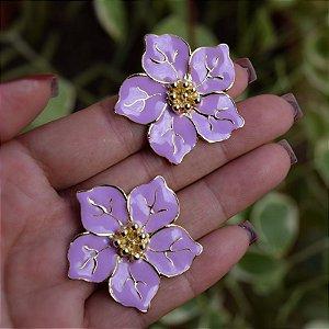 Brinco flor lilás dourado