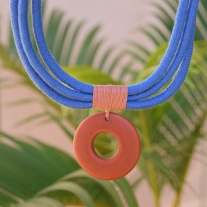 Colar Design Natural fios de algodão azul com terracota CO 1458