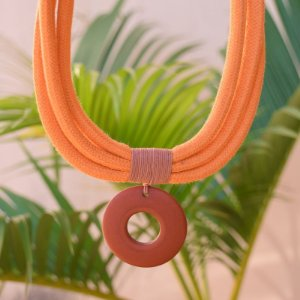 Colar Design Natural fios de algodão laranja com terracota CO 1458