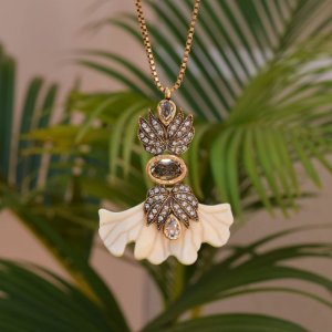 Colar Nádia Gimenes cristais ouro vintage