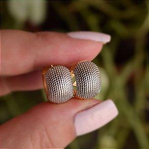 Brinco argolinha g texturizado ouro semijoia 17K03009