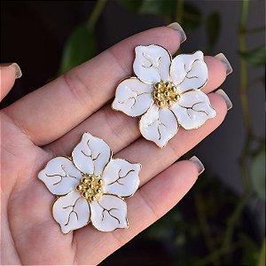 Brinco flor branco dourado