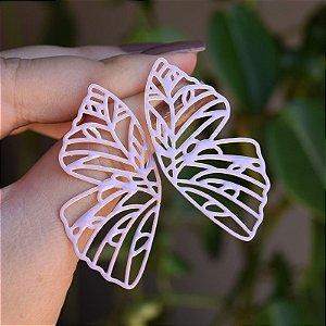 Brinco borboleta vazada esmaltada lilás dourado