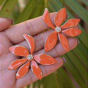 Brinco flor esmaltado laranja dourado