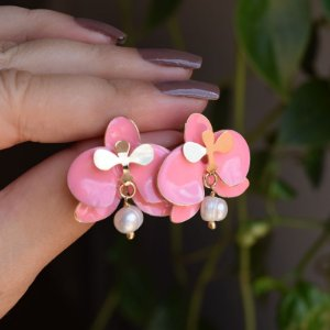 Brinco orquídea rosa com pérola barroca