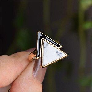 Anel geométrico pedra natural howlita branca ouro semijoia