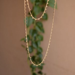 Colar longo mini esferas ouro semijoia