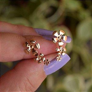 Brinco florzinhas ouro semijoia