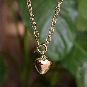 Colar curto corrente coração ouro semijoia