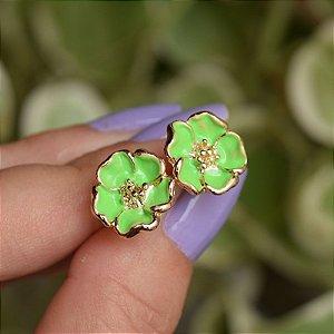 Brinco florzinha esmaltada verde