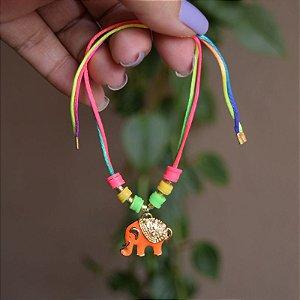 Tornozeleira fios de seda com elefante esmaltado laranja semijoia