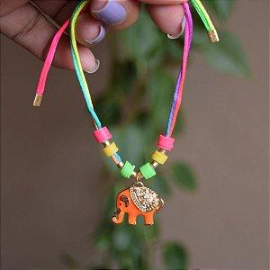 Tornozeleira fios de seda com elefante esmaltado laranja