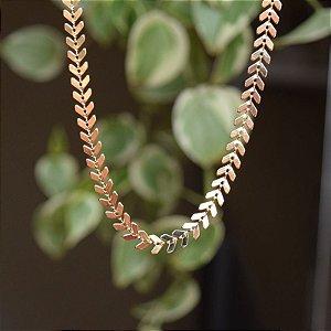 Colar choker folhas ouro semijoia