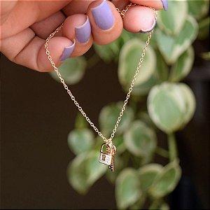 Pulseira corrente penduricalhos chave e cadeado zircônia ouro semijoia