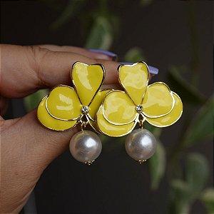 Brinco orquídea amarelo com pérola