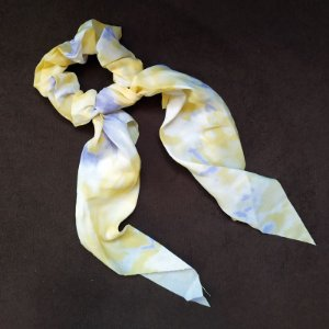 Elástico para cabelo scrunchie tie dye amarelo com lilás 560297