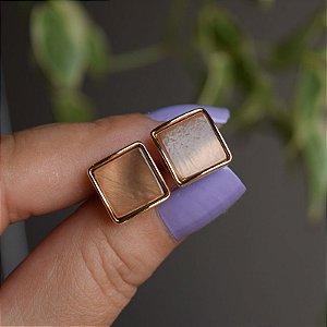 Brinco quadrado madrepérola marrom ouro semijoia 3978