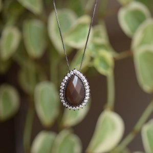 Colar gota cristal fumê zircônia ródio negro semijoia