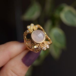 Anel pedra natural quartzo rosa zircônia ouro semijoia