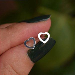 Brinco coração vazado prata 925
