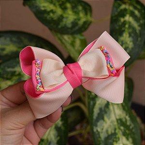 Presilha bico de pato infantil laço rosa com bege