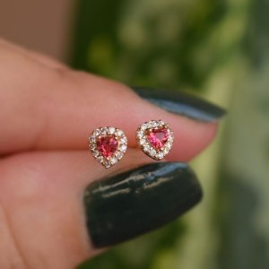 Brinco infantil coração zircônia rosa ouro semijoia 20K02048