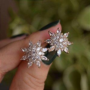 Brinco flor zircônia ouro semijoia 3828