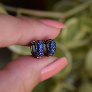 Brinco argolinha segundo furo zircônia azul safira ródio negro semijoia