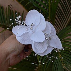 Arranjo de flor para noiva branco com pérolas