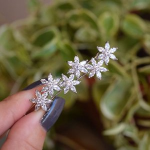 Presilha flores zircônia prateado 19a05023