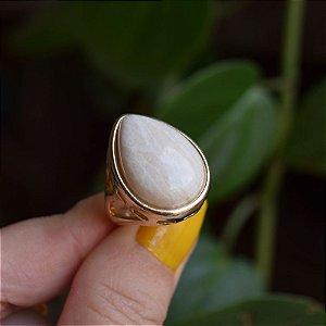 Anel gota pedra natural amazonita bege ouro semijoia
