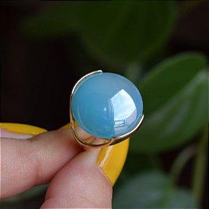 Anel redondo pedra natural ágata azul céu perolado ouro semijoia