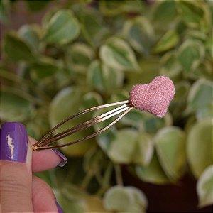 Grampo coração tricô rosa